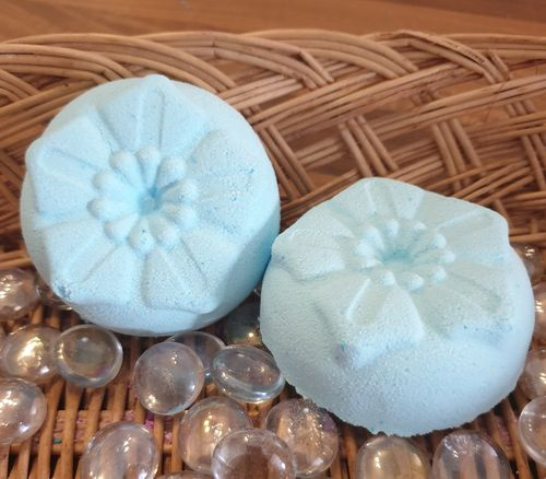 Clear your Sinuses with this Eucalyptus & Peppermint Flower Shower Steamer - With Essential Oils